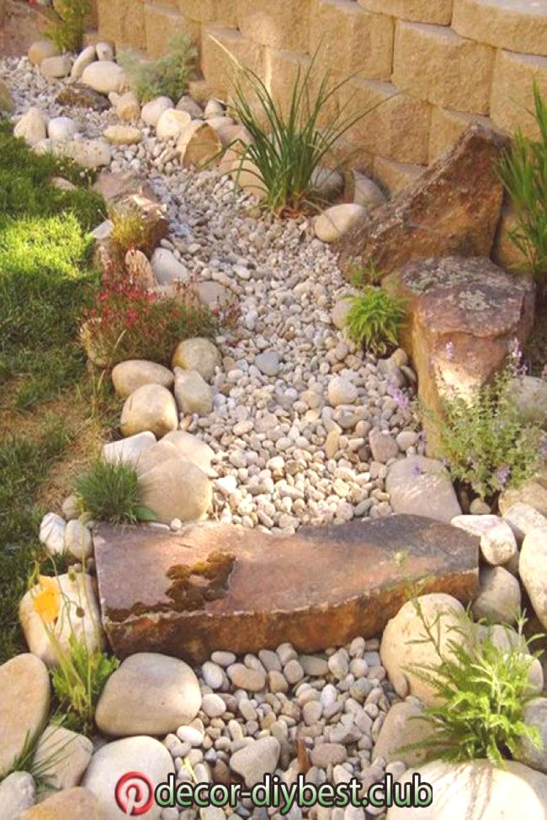 50 Diy Dry Creek Landscaping Ideas With Pictures! | Water wise landscaping, Land...#creek